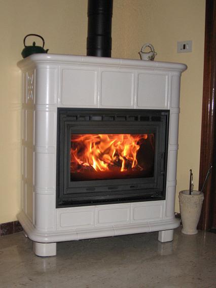 Scegliere la stufa a legna stufe e caminetti a legna e pellet a lunga autonomia - Stufa a legna prezzo ...